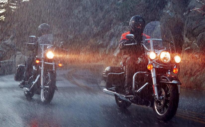 Pe ploaie nu te plimbi cu motorul?